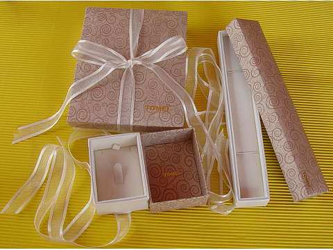 Luxurious Black Gold Stamping Recycled Paper Box for Clothes and Cosmetics
